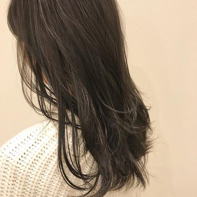 担当シオリ @shiori_tomii 王道なグレージュカラー🦕やっぱり最高にかわいいです!#abond #shiori_hair #グレージュ#高崎美容室