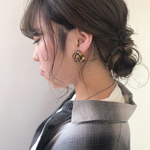 担当シオリ @shiori_tomii 前回染めたインナーのラベンダーが抜けていい感じに白っぽくなってきました🐋#abond #shiori_hair #ヘアアレンジ#ヘアセット#hairarrange #高崎美容室