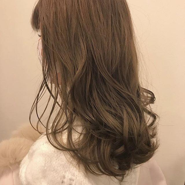 担当シオリ @shiori_tomii ケアブリーチしてベージュカラーに🐋#abond #shiori_hair #ベージュ#高崎美容室