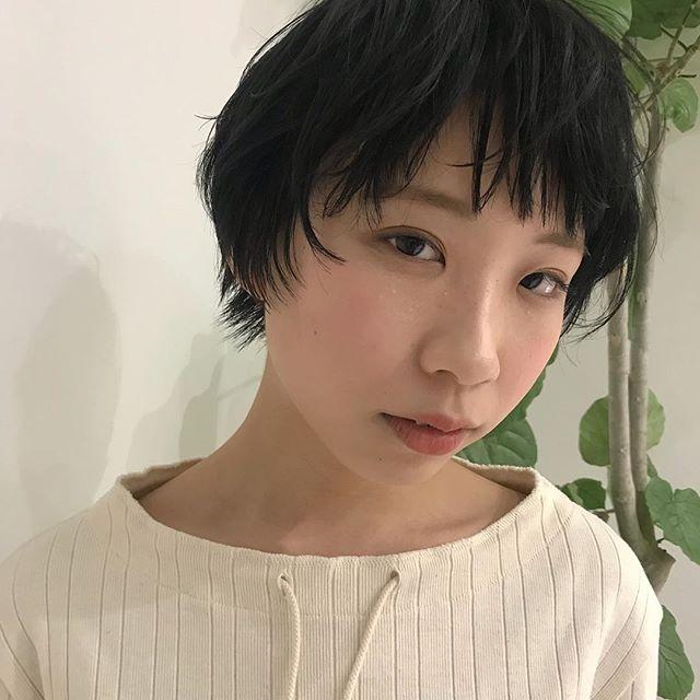 担当シオリ @shiori_tomii 巻きすぎないラフなショートスタイルで撮影しました🦕#abond #shiori_hair #short#高崎美容室