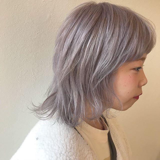 担当シオリ @shiori_tomii 来年入社の都築さんをホワイトラベンダーカラーに成人式にむけてカラーされる方が増えています!明日でお店がお休みになりますので、明日以降のご予約はネット予約が便利です🦄#abond #shiori_hair #ホワイトラベンダー#ラベンダーアッシュ#高崎美容室