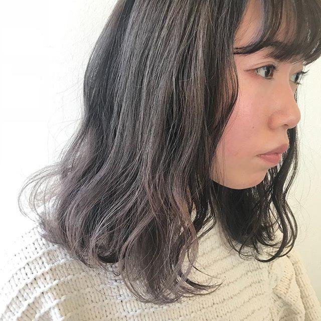 担当シオリ @shiori_tomii グレージュからラベンダーのグラデーションカラー#abond #shiori_hair #ラベンダー#グレージュ#高崎美容室