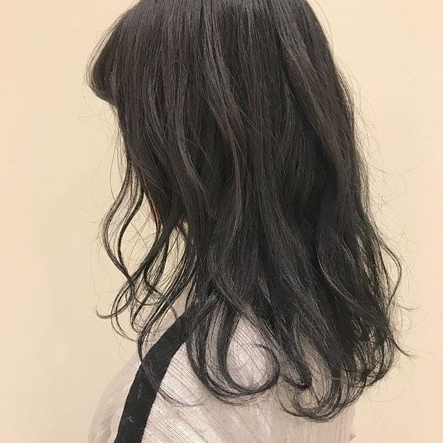 担当シオリ @shiori_tomii ハイトーンからのトーンダウンで地毛風グレージュに#abond #shiori_hair #グレージュ#地毛風カラー#高崎美容室