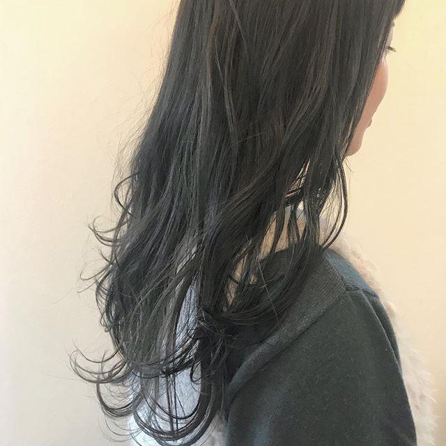 担当シオリ @shiori_tomii ブリーチなしのグレージュカラー🐋だんだんとベージュに色落ちしていきます🦕🦕#abond #shiori_hair #グレージュ#高崎美容室