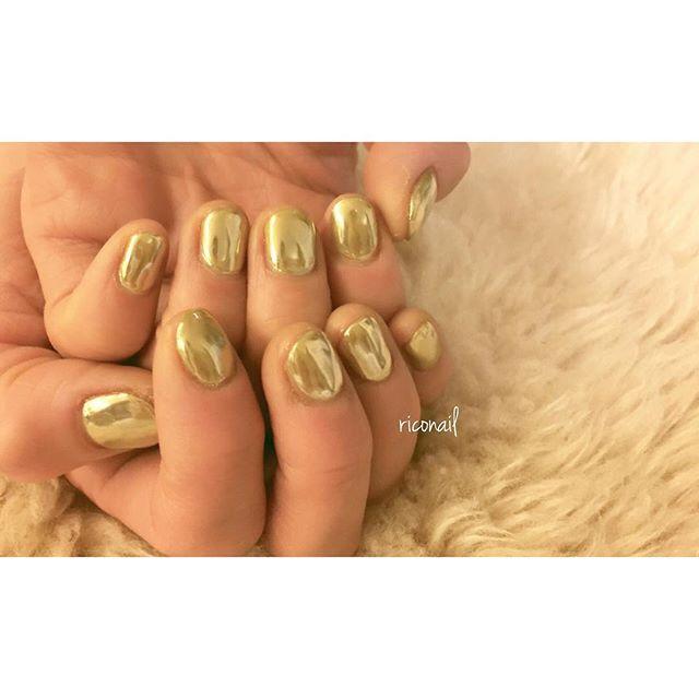 ネイリストのRICOです︎新年 明けましておめでとうございます本年もよろしくお願いいたします***AKIKOさんのネイルは ALLゴールドミラー︎#riconail #HEARTY #abond #nail #nails #gelnail #gelnails #nailart #instanails #nailstagram #beauty #fashion #nuancenail #gold #simple #happy #ネイル #ジェルネイル #ネイルデザイン #ミラーネイル #ショートネイル #シンプルネイル @akikokiakikoki @riconail123