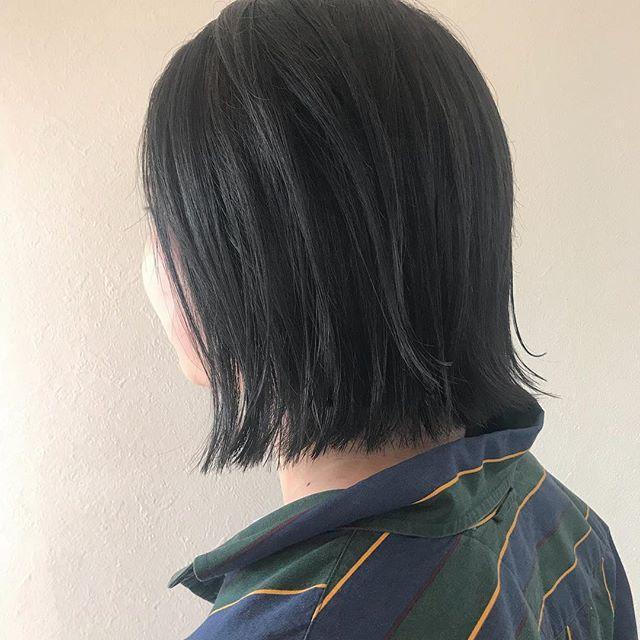 担当シオリ @shiori_tomii 成人式がおわってバッサリ️切りっぱなしBOBに色は暗めなブルージュにしました!#abond #shiori_hair #ブルージュ#高崎美容室