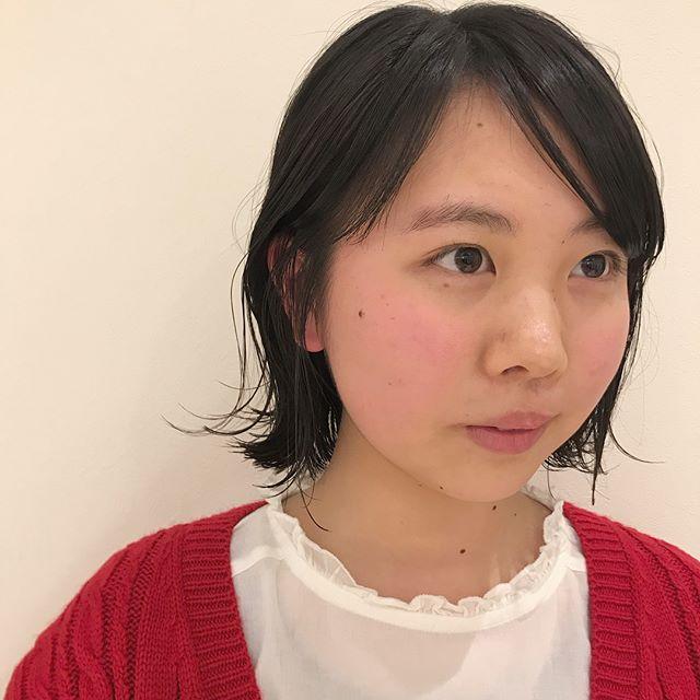 担当シオリ @shiori_tomii ロングヘアからバッサリといかせていただきました♡とーってもかわいい高校生のお客様です♡おまかせしてくれるのはほんとにうれしいです#abond #shiori_hair #bob#高崎美容室