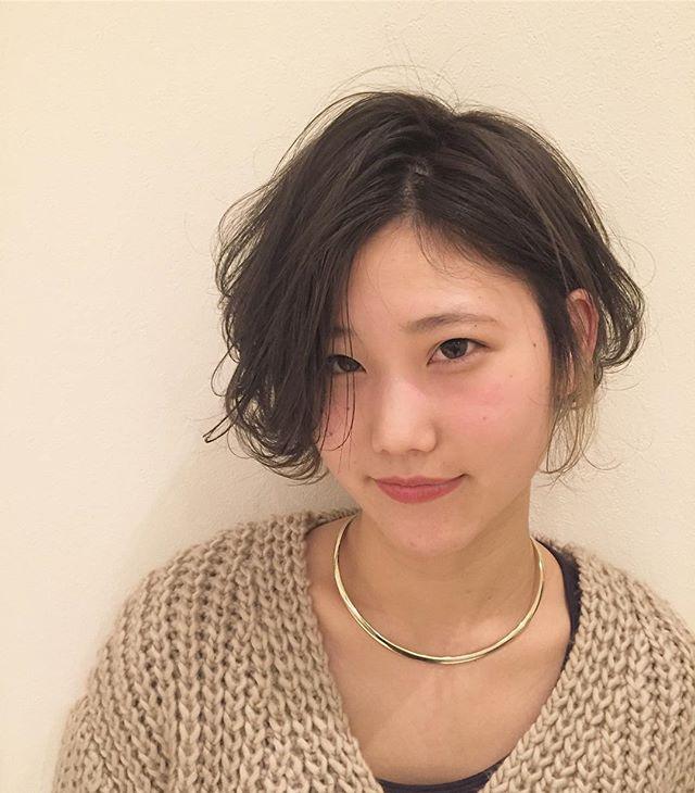 stylist:塚越もみあげだけのポイントカラー︎耳掛けしたときのワンポイント#abond#高崎#ポイントカラー#ブリーチ@abond_tsukagoshi