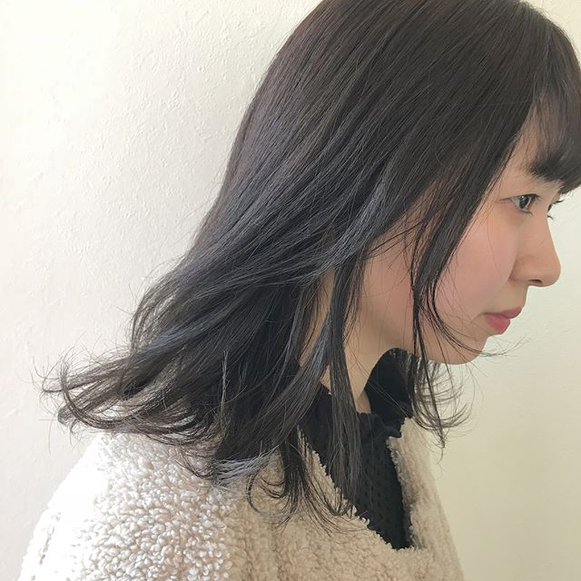 担当シオリ @shiori_tomii 赤み系を卒業してやさしい色味のアッシュベージュに♡ラストカラーを任せてもらえてほんとにうれしいこれからも応援してますありがとうみずほちゃんガンバレ#abond #shiori_hair #アッシュベージュ#グレージュ#くすみカラー #高崎美容室