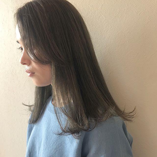 担当シオリ @shiori_tomii ケアブリーチして期間限定のマットグレージュにしました🥦🥦#abond #shiori_hair #マットグレージュ#高崎美容室