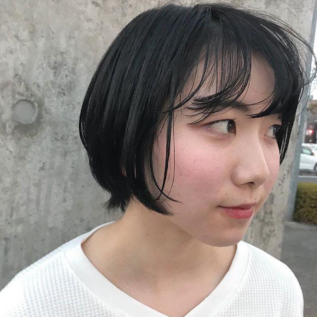担当シオリ @shiori_tomii 就活は透明感のあるグレーで暗くして乗り切りましょう🦈 毎回イメチェン任せてくれてうれしいです今日は前髪をばっさり切りました#abond #shiori_hair #グレー#高崎美容室
