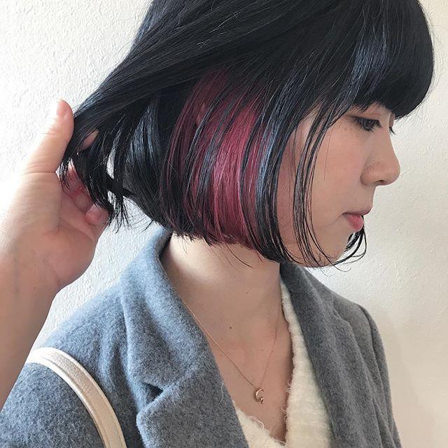 担当シオリ @shiori_tomii 地毛にインナーをケアブリーチして、ビビットなcherry pinkを#abond #shiori_hair #チェリーピンク#高崎美容室