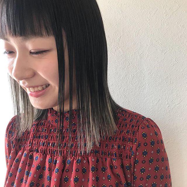 担当シオリ @shiori_tomii あえてのぱつっとした前髪と巻かない質感がかわいい仕上げはN.でラフに!#abond #shiori_hair #高崎美容室