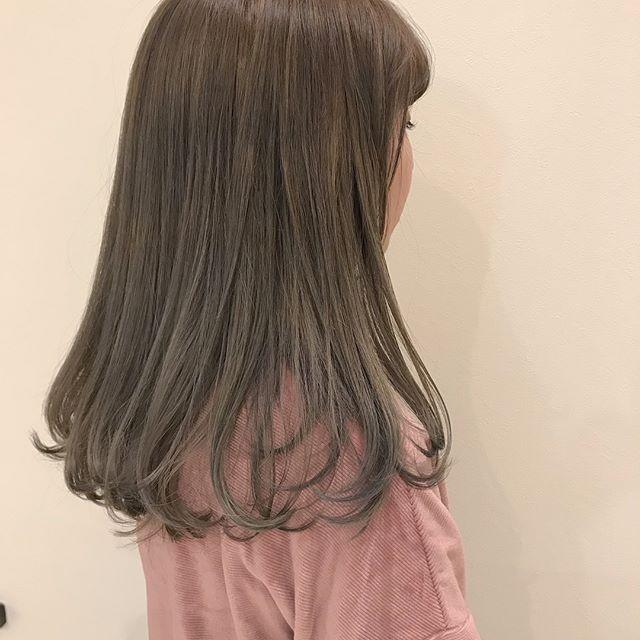 担当シオリ @shiori_tomii ケアブリーチして明るめなグレージュカラー🐋🐋ひと足お先に春らしくトーンを明るくしましょう#abond #shiori_hair #グレージュ#高崎美容室