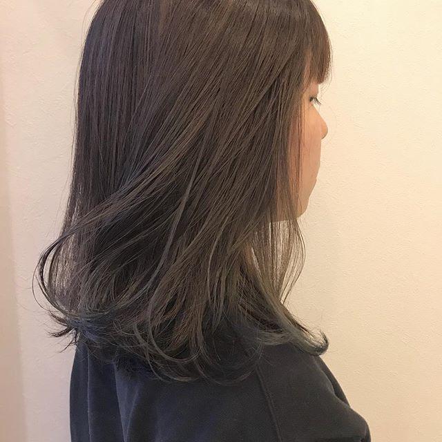 担当シオリ @shiori_tomii ブリーチなしで明るめなベージュカラーに細いハイライトをたくさん仕込ませてあります#abond #shiori_hair #ベージュ#高崎美容室