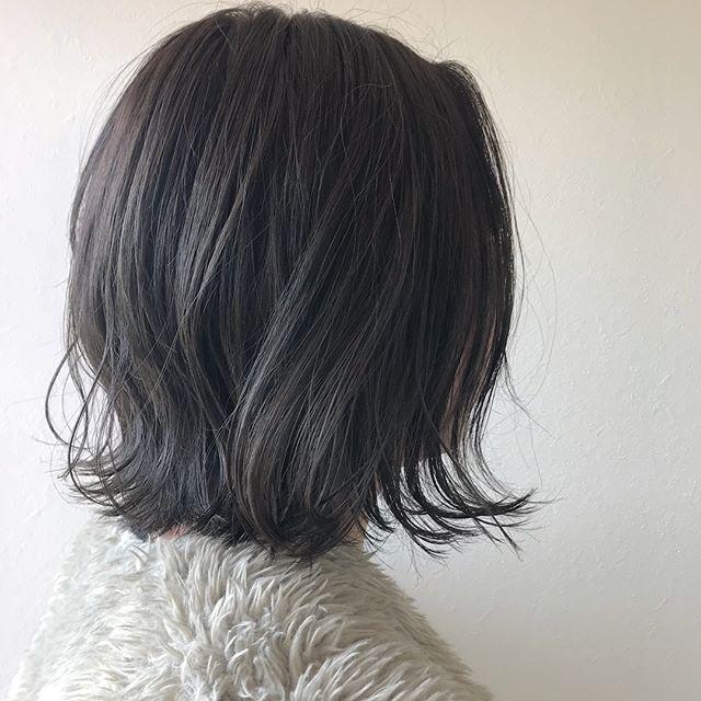 担当シオリ @shiori_tomii くすみが好きな人はスモーキーアッシュもおすすめします🤝#abond#shiori_hair #スモーキーアッシュ#高崎美容室