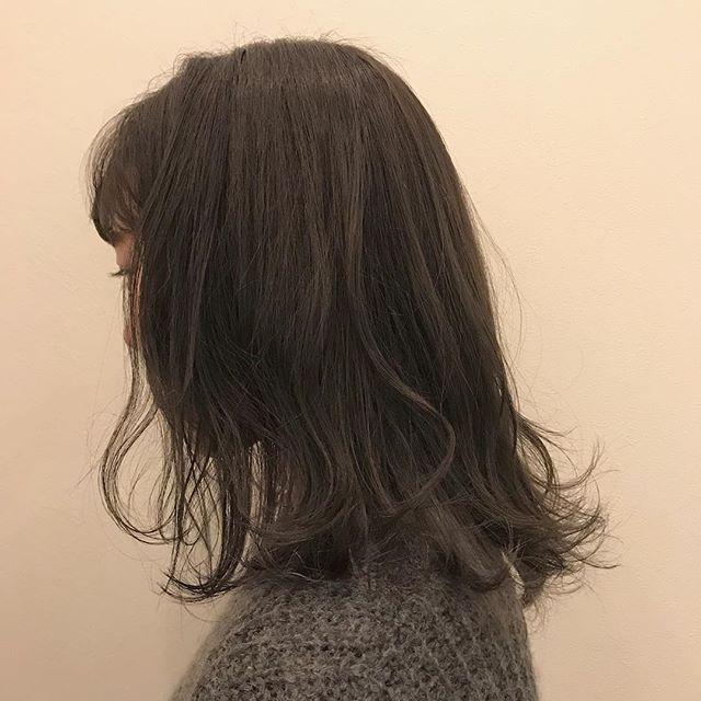 担当シオリ @shiori_tomii 透明感抜群のラベンダーグレージュカラーにインナーカラーをMIXラベンダーとピンクをいれました#abond #shiori_hair #グレージュ#ラベンダー#高崎美容室