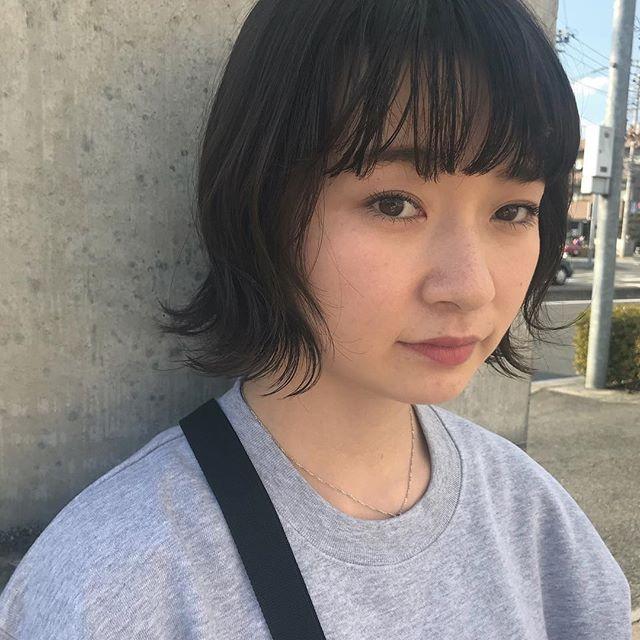 担当シオリ @shiori_tomii 当店は1度ご来店していただいたお客様は前髪カット無料です♡ご予約なしで来ていただいて大丈夫ですので気軽に起こし下さいね🤝 abond @heartyabond HEARTY @hearty__s #abond#shiori_hair #高崎美容室