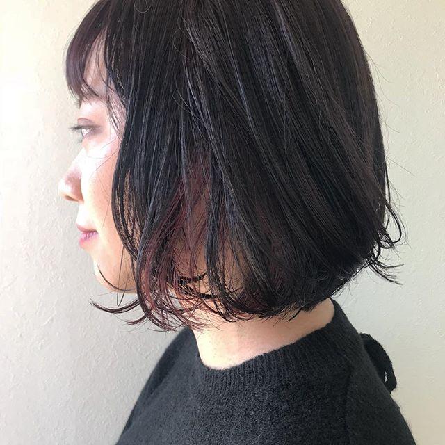 担当シオリ @shiori_tomii インナーに、春っぽさをチラッ! 🐇明日まだ空きがございますのでご都合合う方お待ちしてます♡#abond #shiori_hair #春カラー#高崎美容室