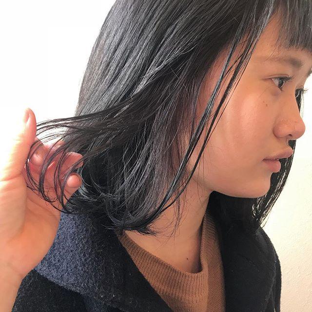 担当シオリ @shiori_tomii 全体はブリーチをせずなるべく明るめにアッシュを!インナーはラベンダーをいれました🐋#abond #shiori_hair #インナーカラー#ラベンダー#高崎美容室