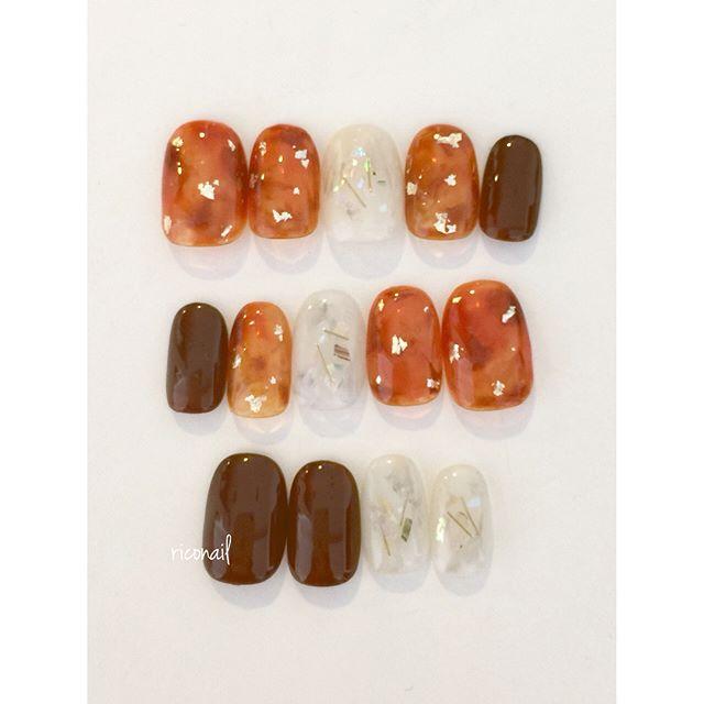 オーダーチップ︎予備チップがあれば 並べ替えのバリエーションも楽しめます︎#riconail #HEARTY #abond #nail #nails #gelnail #gelnails #nailart #instanails #nailstagram #beauty #fashion #nuancenail #white #gold #ネイル #ジェルネイル #ネイルアート #ネイルデザイン #オーダーチップ #ネイルチップ #卒業式ネイル #ニュアンスネイル @riconail123 @hearty__s