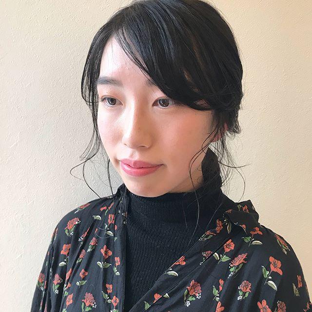 担当シオリ @shiori_tomii 黒染めはなるべくしたくない、、、そんな方におすすめなのがグレーベースのブラウン🐂🐂透明感もあり、色持ちもいいのです#abond #shiori_hair #グレーブラウン#ヘアアレンジ#hairarrange #高崎美容室