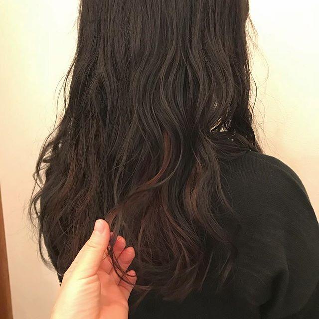 担当シオリ @shiori_tomii インナーにボルドーカラー🥫🥫パーマもかけて大イメチェンです#abond #shiori_hair #perm#インナーカラー#高崎美容室