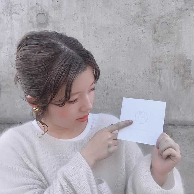 【店舗移動のお知らせ】stylistのシオリ @shiori_tomii が4/1からHEARTYに移動になります!シオリ指名のお客様はお手数をおかけいたしますがHEARTYのネット予約よりご予約がお受けできますので4/1以降のご予約はそちらからお願いいたします!HEARTYの店舗は最寄り駅が倉賀野駅で駅から徒歩15分なのでぜひ学生のお客様もいらしてくださいね♡なお、今後はスタイルも @hearty__s にアップしていきますのでそちらのアカウントもぜひフォローしてください♡♡ 3月いっぱいはabondに出勤しておりますのでお間違えのないようにお願いいたします!#abond #hearty#高崎#高崎美容室#手が汚いのはカラー剤です笑
