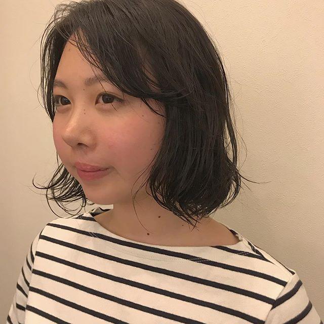 担当シオリ @shiori_tomii 全体的にゆるっとラフにパーマをかけてカラーはブリーチなしでアッシュカラーに#abond #shiori_hair #アッシュ#高崎美容室#パーマ