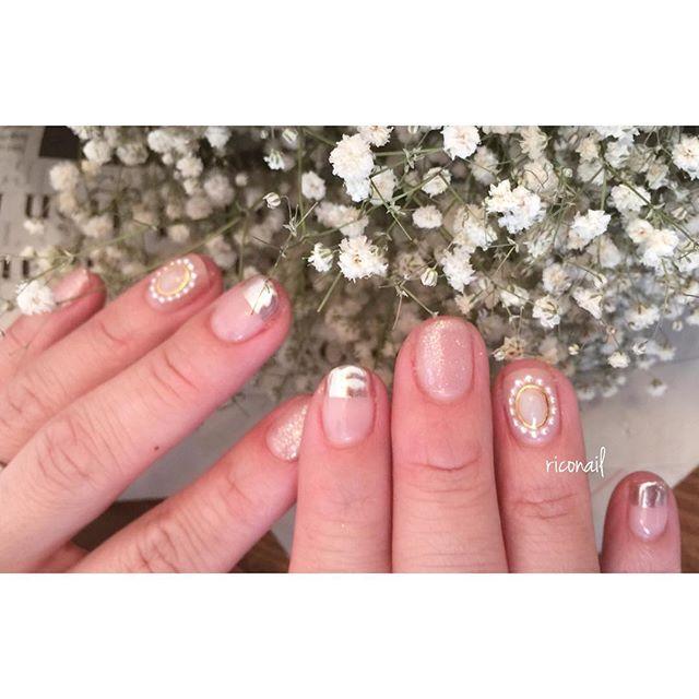 ブローチみたいなアートが人気♡#riconail #nail #nails #gelnail #gelnails #nailart #instanails #nailstagram #beauty #fashion #nuancenail #ネイル #ジェルネイル #ネイルデザイン #ニュアンスネイル #ショートネイル #シアーネイル @riconail123