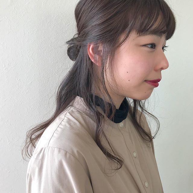 担当シオリ @shiori_tomii 透明感のあるブラウンにしました♡仕上げはラフにハーフアップアレンジ🧚♀️#abond #shiori_hair #ブラウン#高崎美容室#高崎