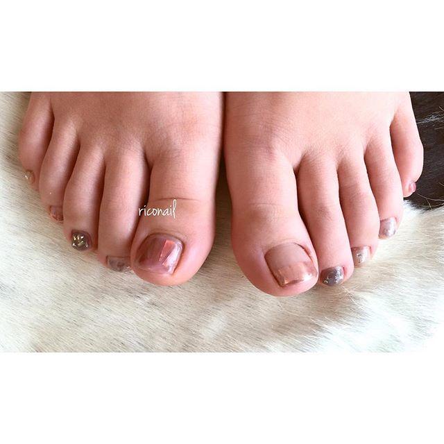 フットネイルをされるお客様が増えてきています♡#riconail #HEARTY #abond #nail #nails #gelnail #gelnails #nailart #footnail #instanails #nailstagram #beauty #fashion #nuancenail #ネイル #ジェルネイル #ネイルデザイン #フットネイル #ニュアンスネイル #ショートネイル #シアーネイル @riconail123