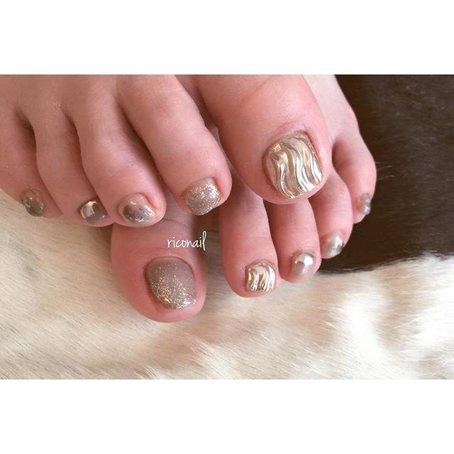 色味からデザインまで全てを任せてくださるお客様。いつもありがとうございます♡#riconail #HEARTY #abond #nail #nails #gelnail #gelnails #nailart #instanails #nailstagram #footnail #beauty #fashion #nuancenail #ネイル #フットネイル #ジェルネイル #ネイルデザイン #ミラーネイル #ニュアンスネイル #ショートネイル #シアーネイル @riconail123