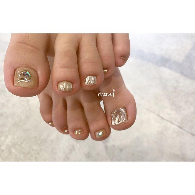 ヌーディー×ミラー︎#riconail #HEARTY #abond #nail #nails #gelnail #gelnails #nailart #instanails #nailstagram #beauty #fashion #nuancenail #footnail #ネイル #ジェルネイル #ネイルデザイン #ニュアンスネイル #フットネイル #ミラーネイル @riconail123