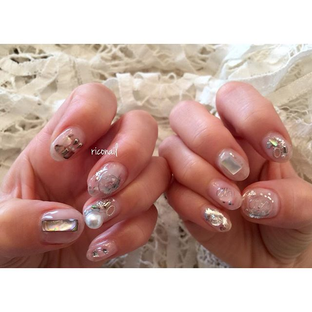 クリアなネイル。#riconail #HEARTY #abond #nail #nails #gelnail #gelnails #nailart #instanails #nailstagram #clear #pearl #beauty #fashion #nuancenail #ネイル #ジェルネイル #ネイルデザイン #ニュアンスネイル #ショートネイル #クリアネイル @hearty__s @riconail123