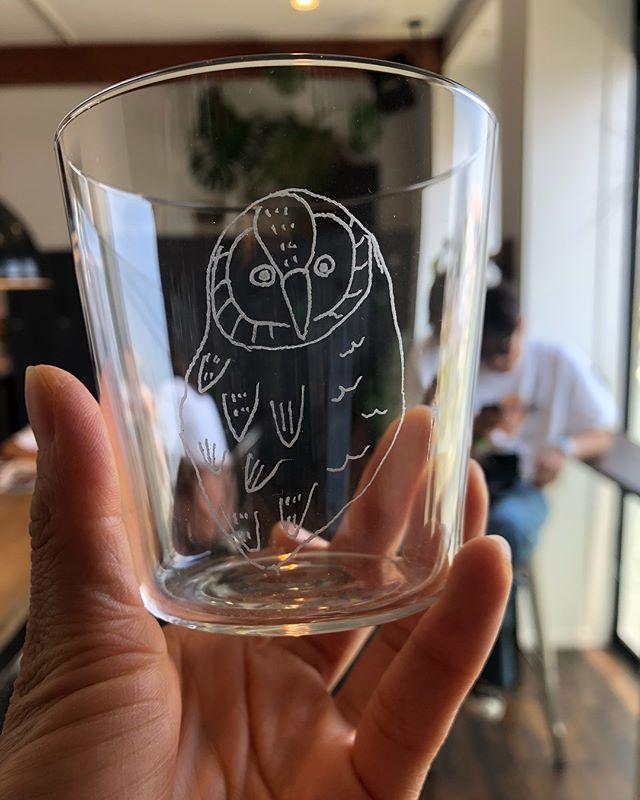 HEARTYギャラリーchai  まち展chai  さんの素敵なグッズがたくさん届きました♡一つ一つ削りながら描くグラスは、同じデザインでも微妙に違う味のある作品。スタッフにも大人気です!グラス¥2000カード¥200ポスター¥500全て+taxHEARTYにてお買い求めいただけます。また、16日土曜日にもchai  さんの貼り絵イベント開催を決定いたしました!2日に来られなかった方も、この機会にぜひ足をお運びください!#heartygallery#ハーティーギャラリー#art#アート#貼り絵アーティスト#artist#グラス#glass#ハンドメイド#ワークショップ @ochai3 @hearty__s