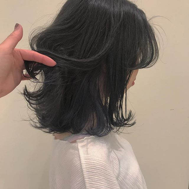 hair ... TOMMY ︎ ash gray の中にインナーlavender 🕊色落ちするとインナーはミルクティーベージュになります♡@abond_tommy #tommy_hair #abond#heartyabond#高崎#高崎美容室