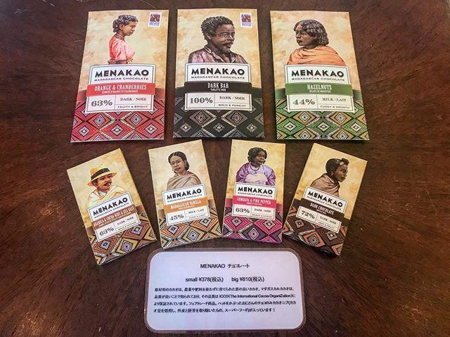 HEARTY abond 両店で販売している人気のMENAKAOチョコレート農薬や肥料を使わずに育てられた質のいいカカオを使用していますマダガスカルカカオは品質が良いことで知られており、その品質はICCO(the International Cocoa OrganiZation)により保証されています。フェアトレード商品。ハットをかぶったおじさんのチョコのみカカオニブ(カカオ豆を焙煎し、外皮と胚芽を取り除いたもの、スーパーフードコート)が入っています!ハマって買い占められる方も多数残りわずかなので、お早めに!! small ¥378(税込)big ¥810(税込)#menakaochocolate #menakao #カカオニブ #カカオニブチョコ #マダガスカルチョコレート #チョコレート #チョコ