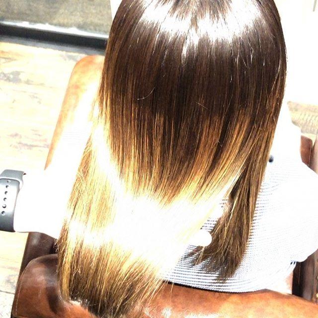 トリートメントスペシャルコース☘️ブリーチしている髪でもこのツヤとまとまり髪の中に蓄積されている不純物を取り除き、補修成分をたっぷりと注入️子供の髪のような柔らかい本当のツヤ髪にします今までのトリートメントで満足できなかった方是非一度お試しあれ.....................................................................新トリートメント導入の為、通常¥10,800のスペシャルトリートメントを6月中は半額の¥5,400で施術いたします♀️※ネット予約の場合はメニューで「お試しトリートメント」を選択してください🤳お電話でご予約の際は「お試しトリートメント希望です」とお伝えください☘️#美髪チャージ #ハーティー #トリートメント #艶髪 #高崎 #美容室 #エイジングケア #艶髪文化 #abond #アボンド #最新 #髪型 #髪質改善 #HEARTY #ケラチン