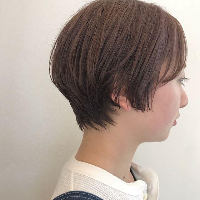 ナチュラルショート前髪は広めに作ろと可愛いです︎今日の午後はご予約空いてるので秋に向けヘアチェンジしましょう#高崎 #高崎美容室 #abond #ボブ #ウルフ #ショート  #インナーカラー #ヘアセット #パーマ