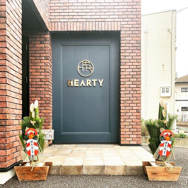 今年も立派な門松が届きました。あっという間の1年でした。年内は12月30日の夕方6時までです。年始は1月4日から通常営業となります。来年も素敵な一年でありますように。#hearty #abond #heartyabond #2010 #令和 #オリンピック #美容室 #高崎 #門松 #トータルビューティーサロン #新年