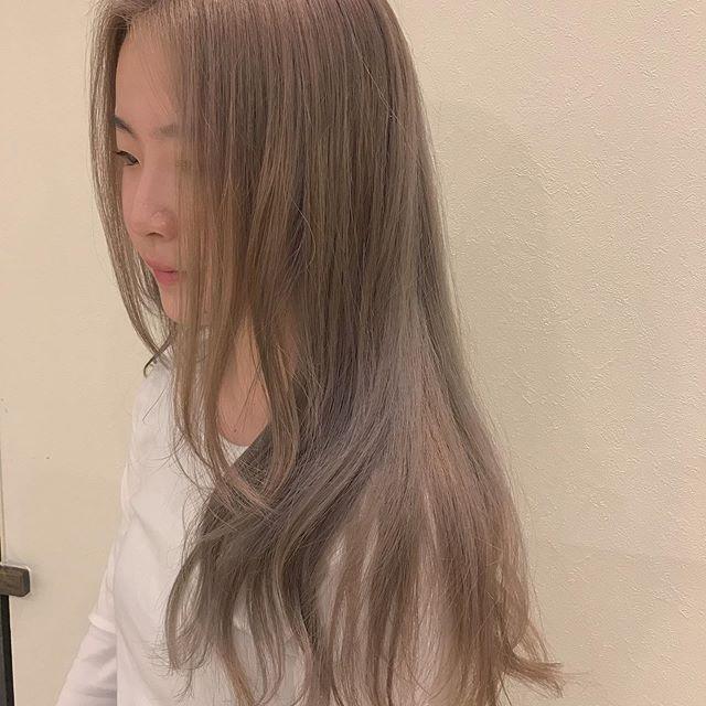 hair ... TOMMY ︎目指せ外人さんみたいなブロンド🕊高校生の黒髪の地毛から1回ブリーチのダブルカラーケアカラー、学生割引で18810yen🕊ブリーチする方はトリートメントも一緒にセットでやってあげるのがオススメ手触り、色持ち変わります@abond_tommy @heartyabond#tommy_hair #heartyabond#abond#カラー#ヘアカラー#アボンド#高崎#高崎美容室#ブリーチ#ケアブリーチ#ケアブリーチカラー
