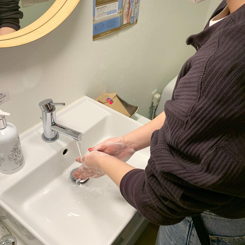 こんばんは!**コロナ対策として、スタッフの手洗いうがいも徹底して行っています1日でも早く皆様に安心してご来店いただける日を心から祈っています!#コロナ対策#hearty#高崎美容室
