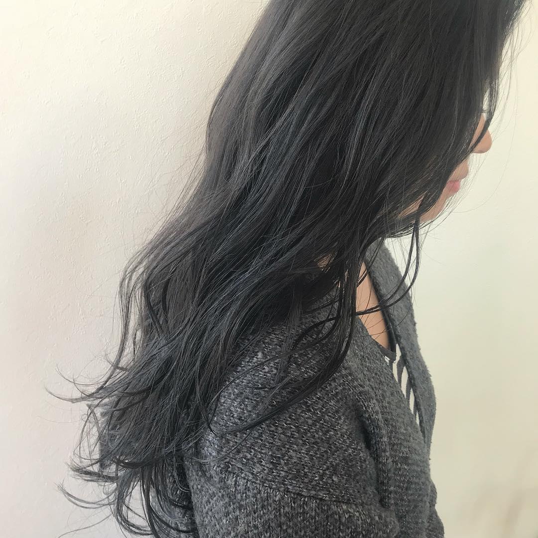 担当シオリ @shiori_tomii トーンダウンは暗いグレージュが色落ちもかわいくておすすめです#abond #shiori_hair #グレージュ#高崎美容室