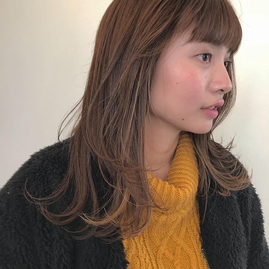 担当シオリ @shiori_tomii 全体的にレイヤーをいれて軽い質感に🌬🌬前回いれたハイライトが馴染んでいい感じでした#abond #shiori_hair #ハイライト#高崎美容室