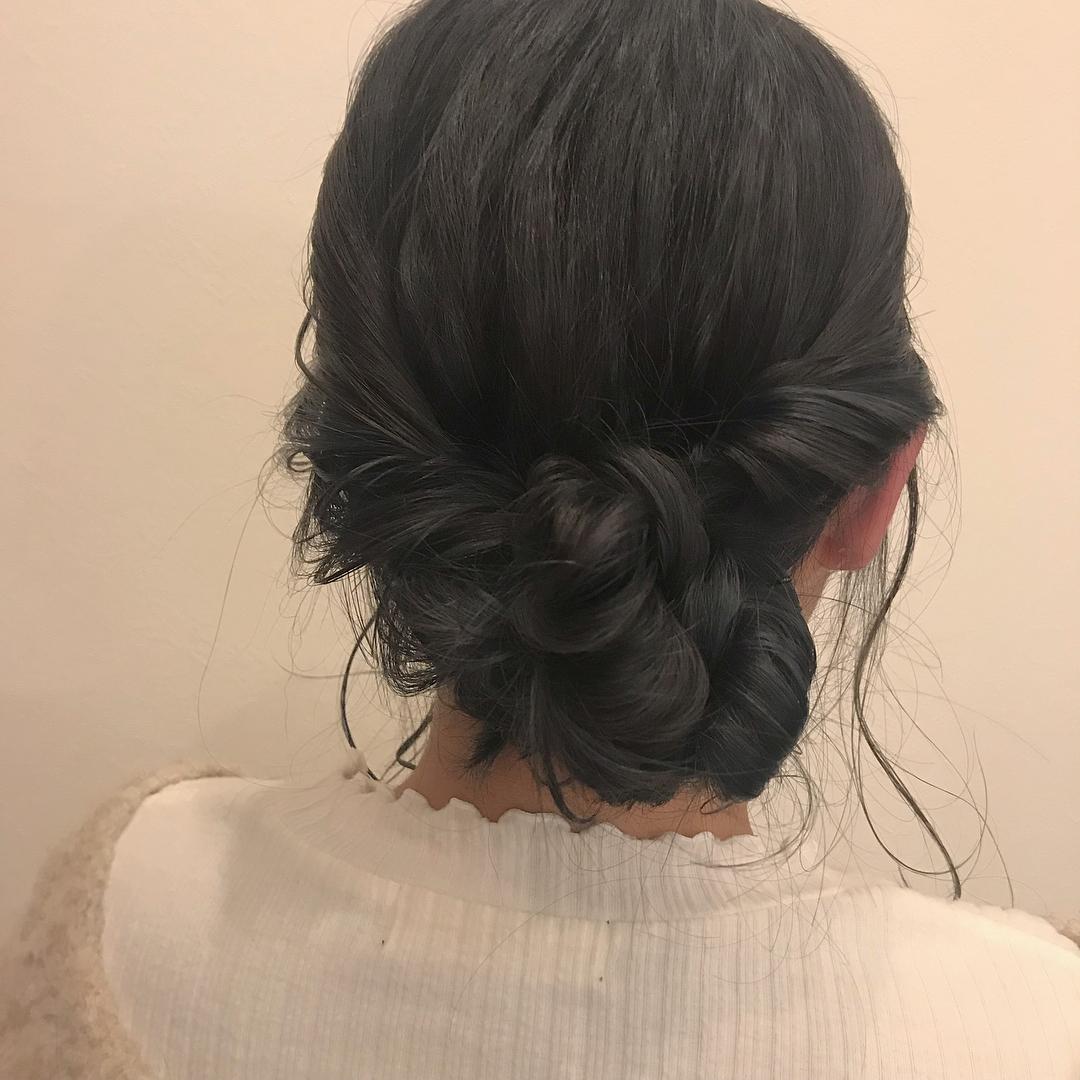 担当シオリ @shiori_tomii ベースはダークグレージュ、インナーにブルーアッシュのハイライトアレンジしてもかわいい#abond #shiori_hair #ブルーアッシュ#ダークグレージュ #hairarrange #ヘアアレンジ#高崎美容室